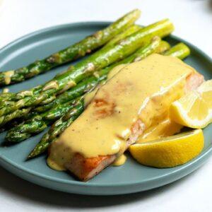 Keto Seared Salmon and Asparagus [with Easy Hollandaise Sauce]